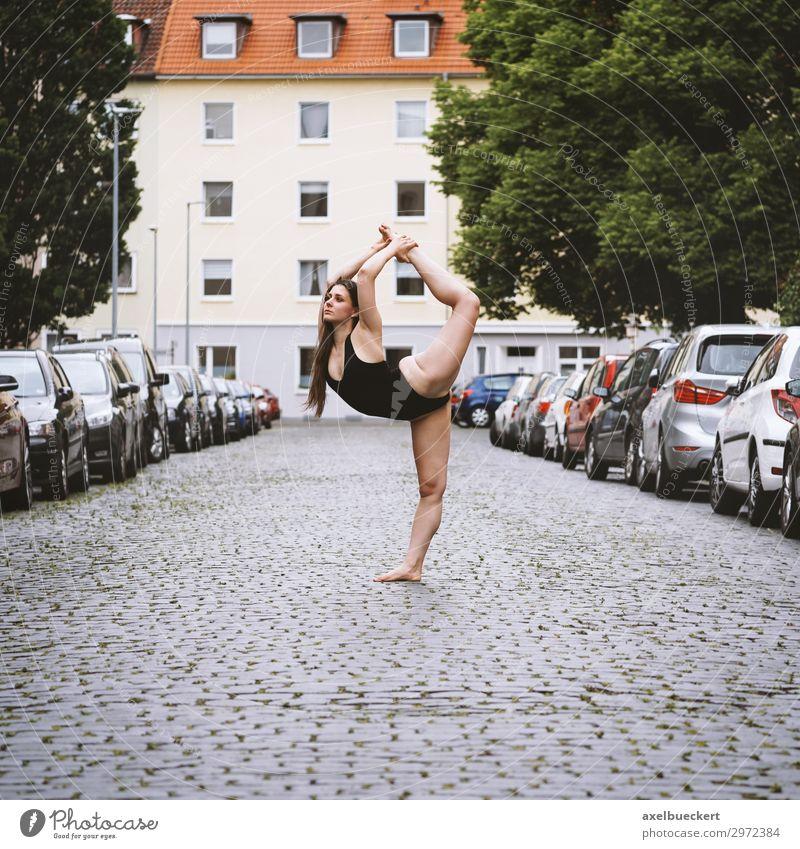 Straßen - Ballerina Lifestyle Leben Freizeit & Hobby Sport Fitness Sport-Training Sportler Yoga Tanzen Mensch feminin Junge Frau Jugendliche Erwachsene 1
