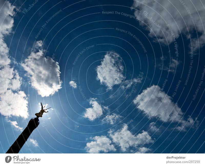 Else freut sich über Sonnenschein Himmel blau oben außergewöhnlich elegant Erfolg modern Gold bedrohlich Mitte Denkmal Wolkenloser Himmel Statue Wahrzeichen