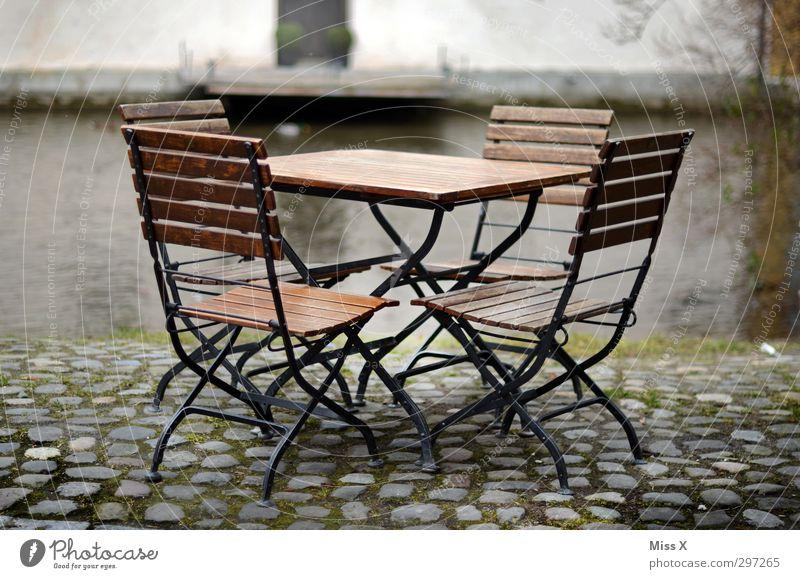 Sitzgruppe sitzen frei leer Tisch Stuhl Café Restaurant Straßencafé Kaffeetrinken Gartenstuhl Gartenmöbel