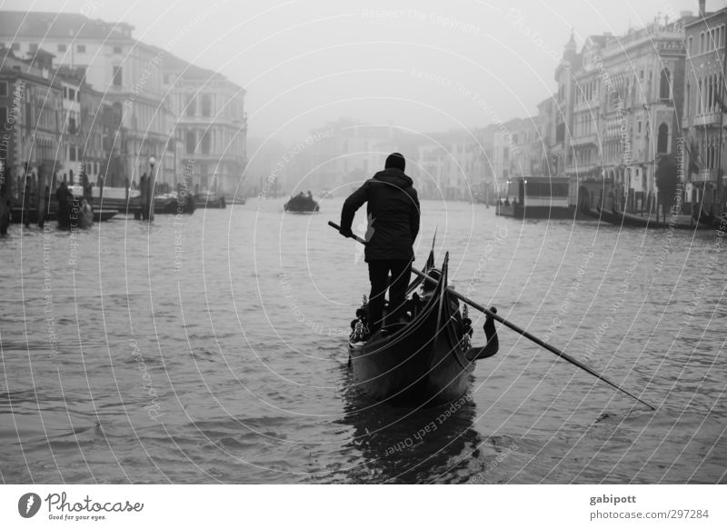 Auf dem großen Kanal Wasser Winter schlechtes Wetter Nebel Regen Venedig Canal Grande Hafenstadt Stadtzentrum Altstadt Haus Sehenswürdigkeit Wahrzeichen