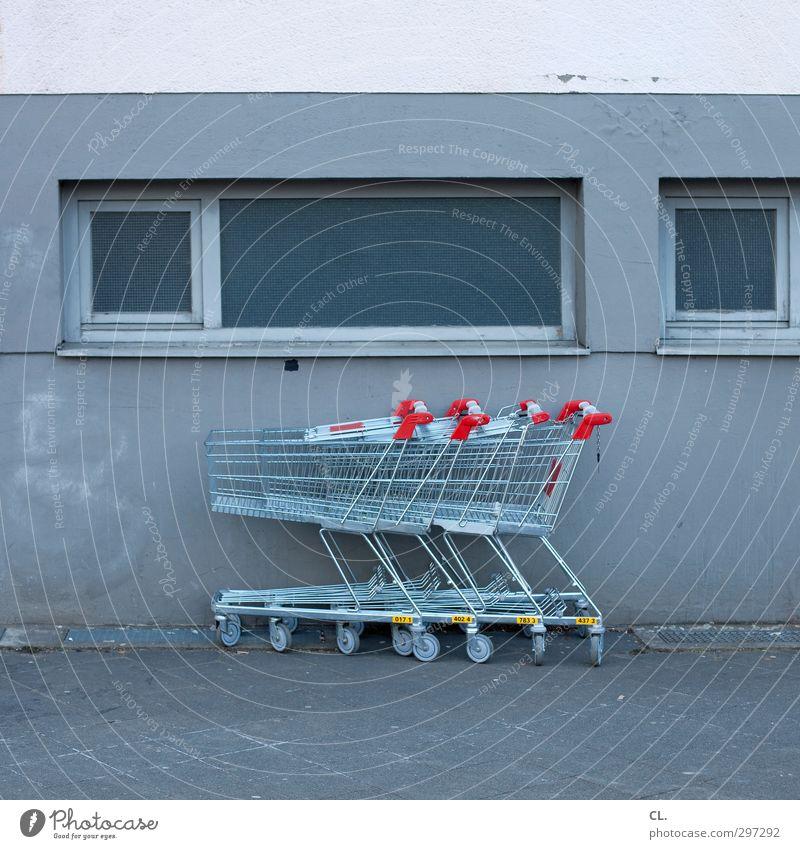 einkaufsparadies Stadt Fußgängerzone Menschenleer Mauer Wand Straße Wege & Pfade kaufen trist grau rot Freizeit & Hobby Gesellschaft (Soziologie) Handel