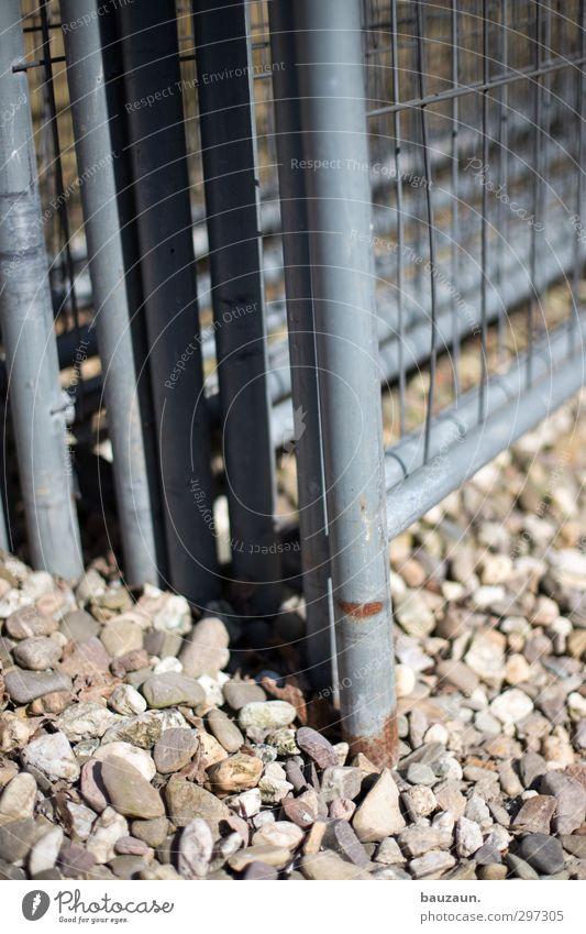 selbstportrait oben ohne. grau Stein Metall Linie Schilder & Markierungen stehen Hinweisschild bedrohlich Sicherheit Baustelle Schutz Handwerk chaotisch bauen