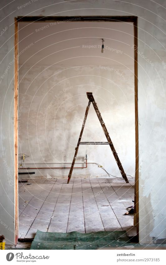 A Altbau Altbauwohnung Arbeit & Erwerbstätigkeit Erneuerung Leiter stehleiter Anstreicher Malerbetrieb Nachbildung Renovieren Modernisierung Sanieren