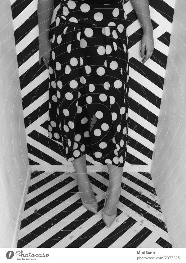 Stars and stripes Stil schön Mensch feminin Junge Frau Jugendliche Beine Fuß 1 18-30 Jahre Erwachsene Kunst Tanzen Mode Bekleidung Rock Damenschuhe ästhetisch