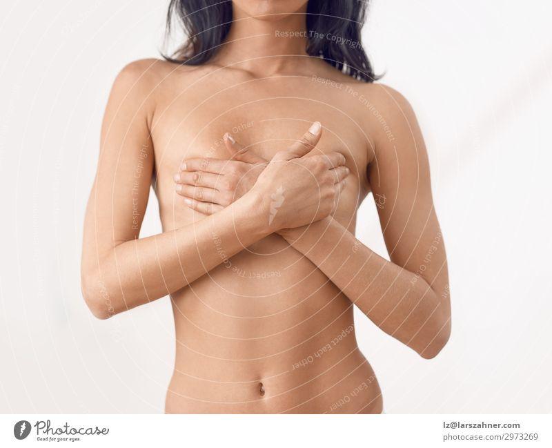 Torso einer schlanken nackten Frau mittleren Alters. schön Körper Haut Gesundheitswesen Medikament Prüfung & Examen feminin Erwachsene Frauenbrust Hand berühren