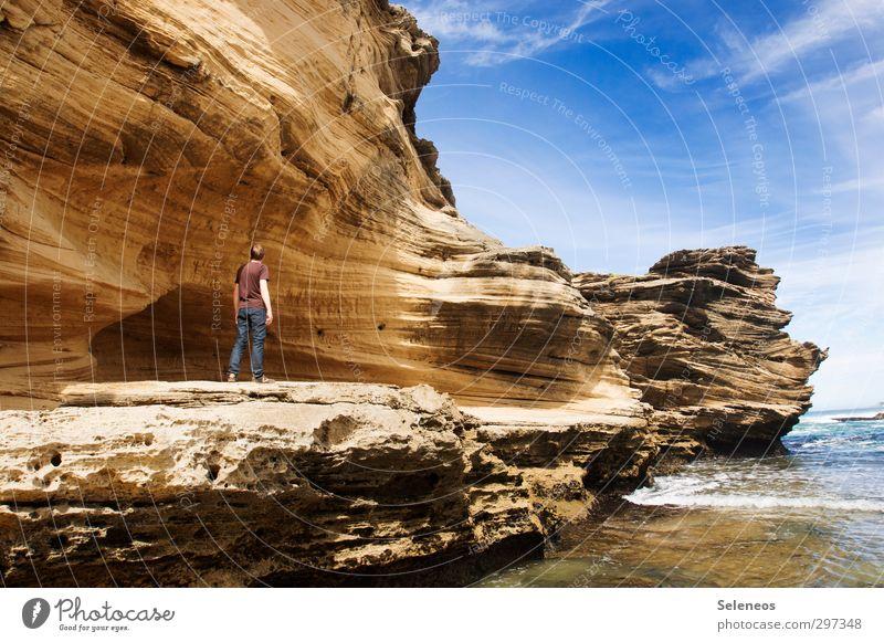 Koloss Mensch Himmel Natur Ferien & Urlaub & Reisen Sommer Sonne Meer Strand Umwelt Ferne Freiheit Küste Horizont natürlich Felsen außergewöhnlich