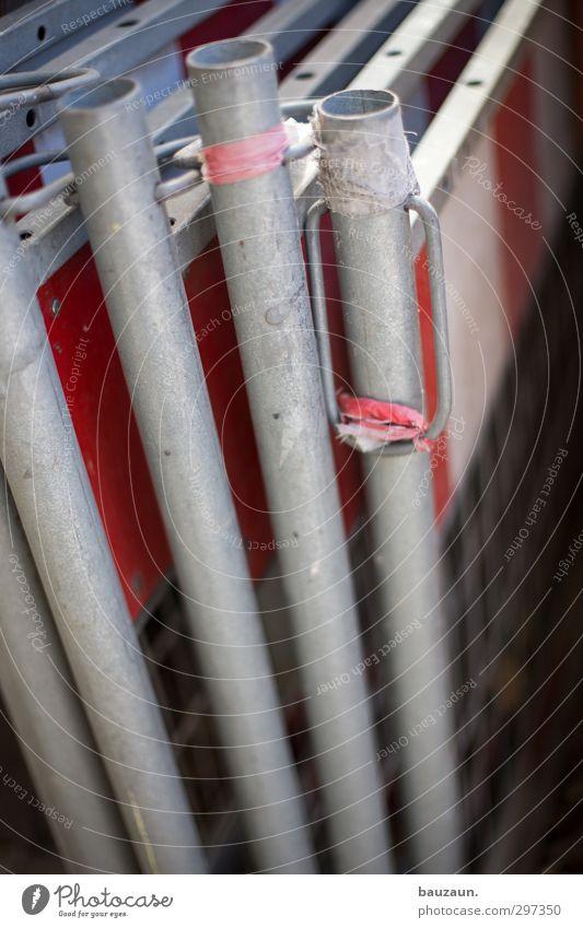 °°°. weiß rot Straße Wege & Pfade grau Metall Linie Arbeit & Erwerbstätigkeit Ordnung Schilder & Markierungen Hinweisschild bedrohlich Sicherheit Streifen