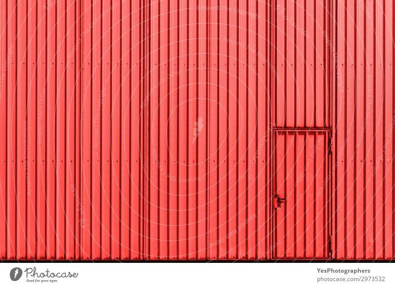Industriegebäudefassade mit roter Metallwand und Tür Fabrik Business Gebäude Architektur Fassade Stahl modern Zugang Leichtmetall Hintergrund zugeklappt