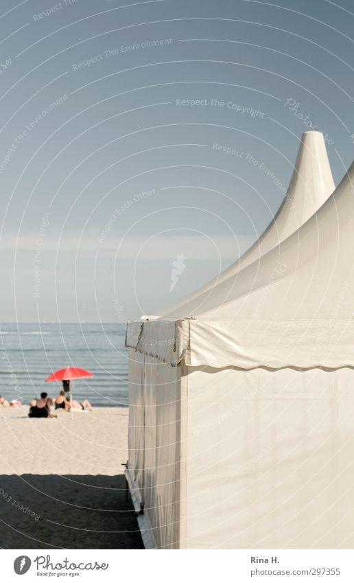 Am Meer Ferien & Urlaub & Reisen Tourismus Ausflug Sommer Sommerurlaub Sonnenbad Strand Mensch 3 Himmel Horizont Schönes Wetter hell Lebensfreude Erholung Zelt