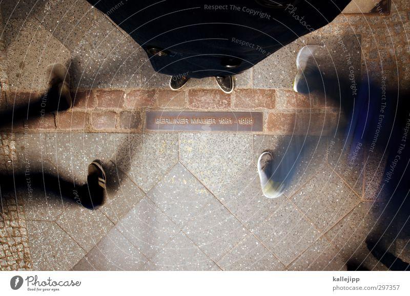 09/11/1989 Bildung Bildungsreise Mensch Beine Fuß 3 Hauptstadt Schilder & Markierungen Bewegung einheitlich Berlin Berliner Mauer Tag der Deutschen Einheit