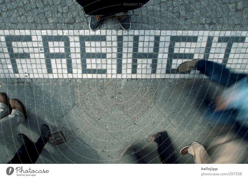 looking for freedom Mensch Bewegung Freiheit Beine Fuß frei Schriftzeichen Bürgersteig Menschenmenge Gesetze und Verordnungen Politik & Staat Fußgänger Mosaik