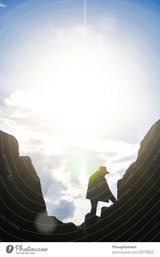 Ferien & Urlaub & Reisen Mann alt Berge u. Gebirge Architektur Erwachsene Stein Felsen historisch Gesellschaft (Soziologie) Terrasse Ruine Großstadt Süden antik