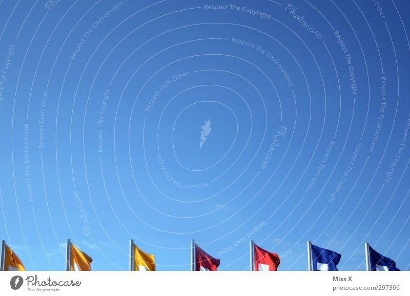 fun with flags Himmel blau Wind Schönes Wetter Fahne Wolkenloser Himmel