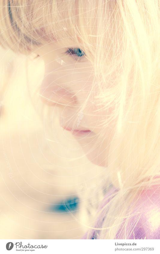 M.M.W. Mensch feminin Kind Kleinkind Mädchen Kindheit Kopf 1 1-3 Jahre Haare & Frisuren blond Traurigkeit nachdenklich Farbfoto Außenaufnahme Tag