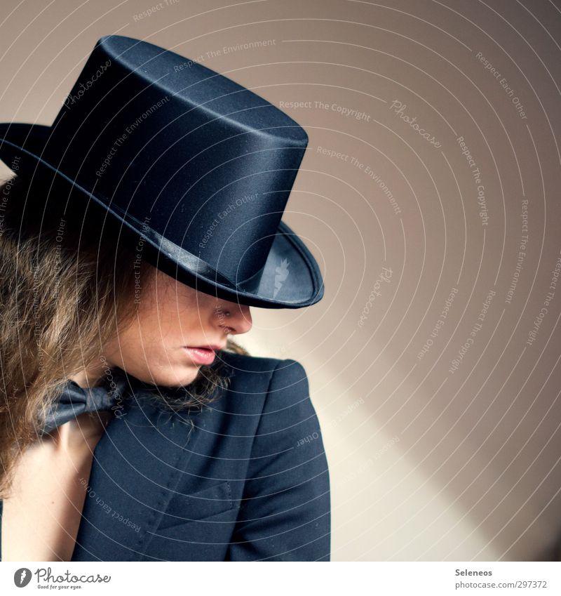 Hut tut gut Mensch feminin Frau Erwachsene Haut Kopf Haare & Frisuren Gesicht Nase Mund Lippen 1 Mode Bekleidung Anzug Accessoire Fliege elegant Zylinder