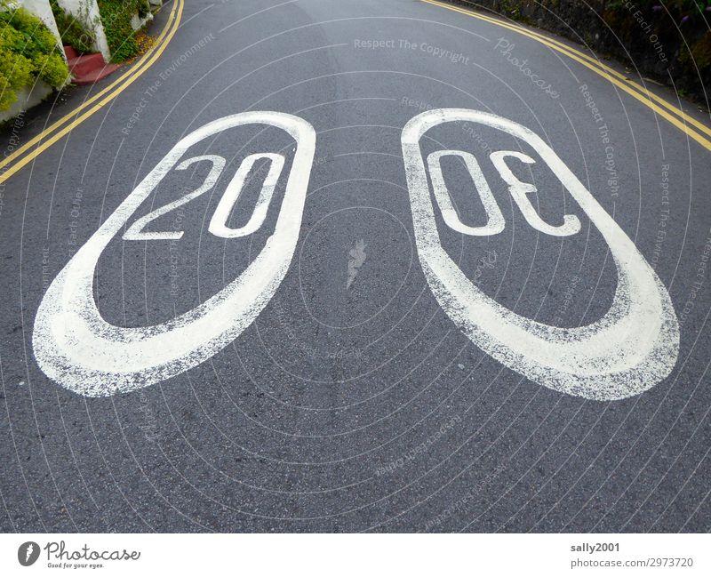 Tempolimit... Verkehr Straßenverkehr Autofahren Wege & Pfade Verkehrszeichen Verkehrsschild Fahrbahnmarkierung Geschwindigkeitsbegrenzung groß rebellisch rund