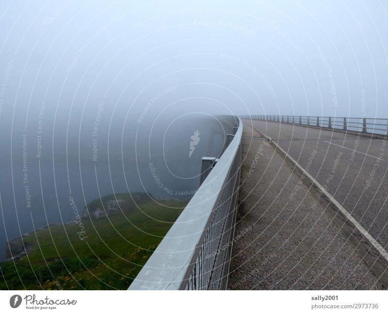 scottish fog... schlechtes Wetter Nebel Verkehrswege Brücke Leitplanke Fahrbahn bedrohlich dunkel Einsamkeit Endzeitstimmung Freiheit Horizont Wege & Pfade