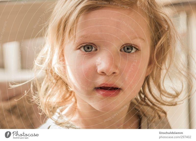 Trinkst Du Blumenwasser aus der Vase? Mensch Kind schön Mädchen Gesicht Gefühle Glück hell Kindheit Zufriedenheit authentisch Lächeln Fröhlichkeit Kommunizieren