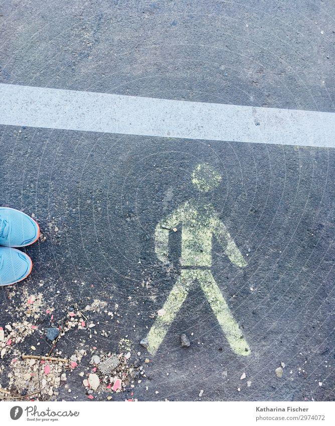 have a walk Straße Wege & Pfade Zeichen Hinweisschild Warnschild Graffiti laufen gelb grau orange türkis weiß Turnschuh Fußweg Klimawandel Wandel & Veränderung
