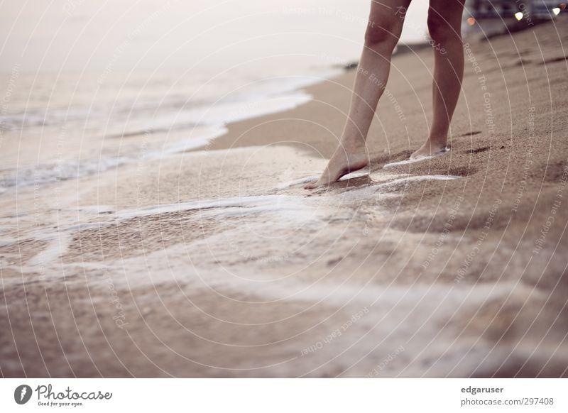 Ein Traum von Sommer I Meer dünn elegant schön nass Glück ruhig Spanien Strand Beine Erholung Ferien & Urlaub & Reisen Freude Sand Sandstrand Brandung Wellen