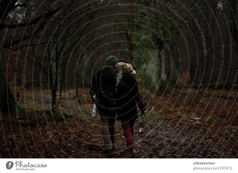 going nowhere Mensch maskulin feminin Frau Erwachsene Mann Paar 2 18-30 Jahre Jugendliche Herbst Wald gehen authentisch dunkel Zusammensein Glück Liebe