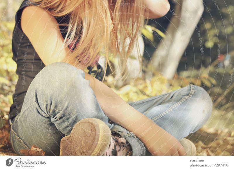 schüttel dein haar für mich ... Mensch Kind Natur Baum Mädchen Blatt Wald Wärme feminin Herbst Haare & Frisuren Beine hell Fuß Körper Kindheit