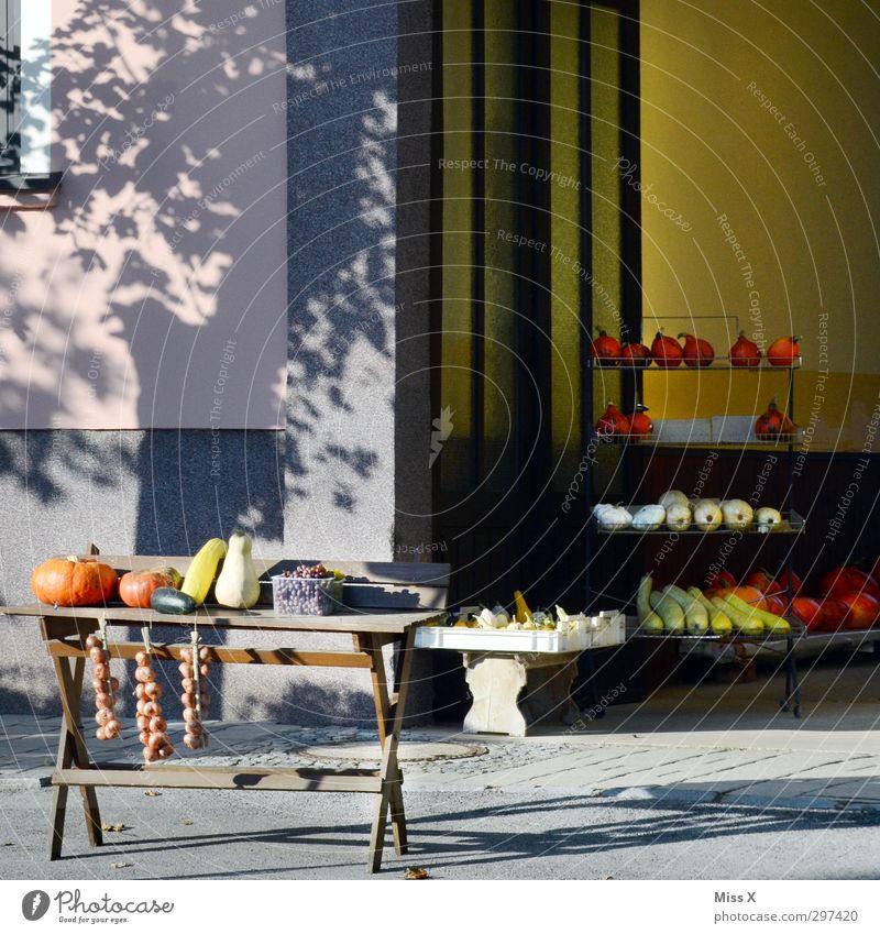 Urlaub Lebensmittel Gemüse Frucht Ernährung Bioprodukte Italienische Küche Ferien & Urlaub & Reisen Dorf verkaufen mediterran Knoblauch Kürbis Wochenmarkt