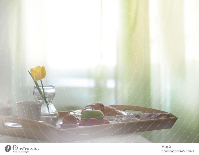 Guten Morgen Fenster Lebensmittel Frucht Dekoration & Verzierung Getränk Ernährung Kaffee Bett Apfel lecker Frühstück Tulpe Brötchen Schlafzimmer Tablett