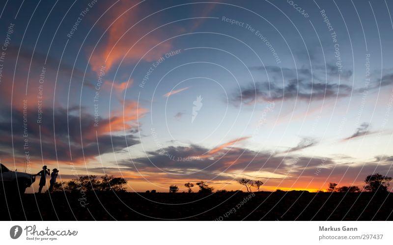 Abenteuer Ferien & Urlaub & Reisen Sommer Mensch Natur Himmel Sonnenaufgang Sonnenuntergang rot Wolken Silhouette schwarz Gegenlicht blau Baum Wildnis Romantik