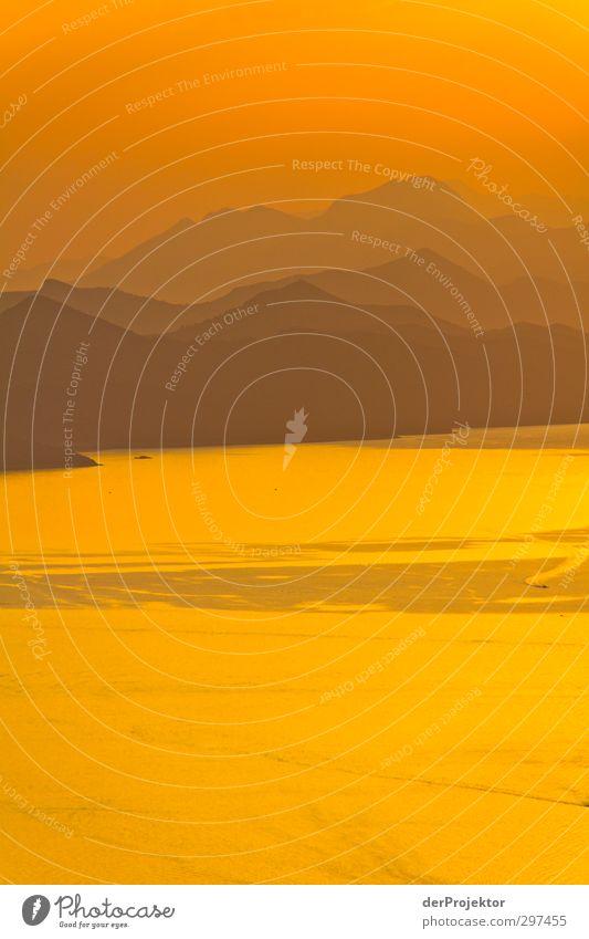 Sonnenuntergang: Orange Natur Wasser Sommer Freude Landschaft Umwelt Berge u. Gebirge Gefühle Glück Küste Stimmung Wellen Klima Schönes Wetter Aussicht
