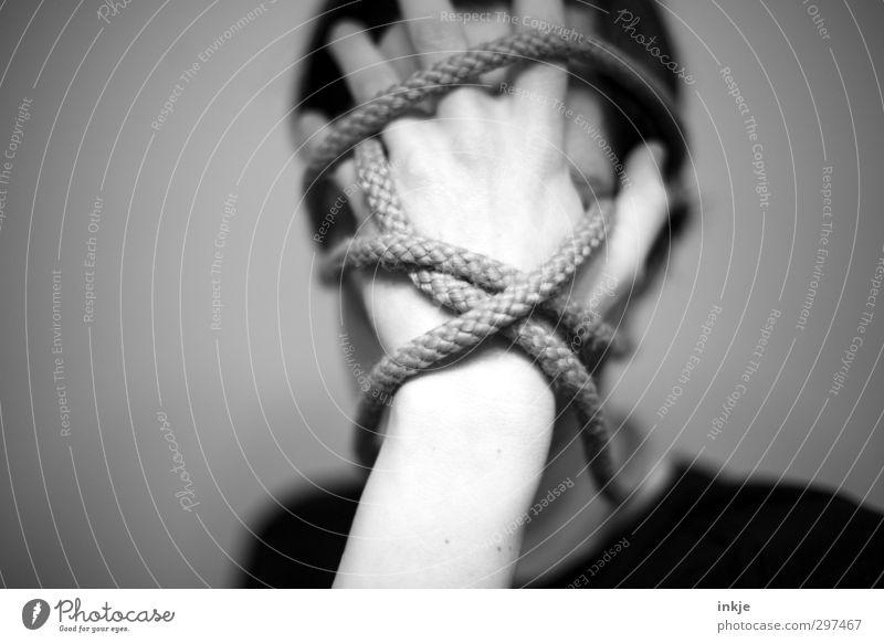 verwirren Mensch Frau Mann Hand Gesicht Erwachsene dunkel Leben Gefühle Kopf Linie Stimmung außergewöhnlich verrückt Seil festhalten