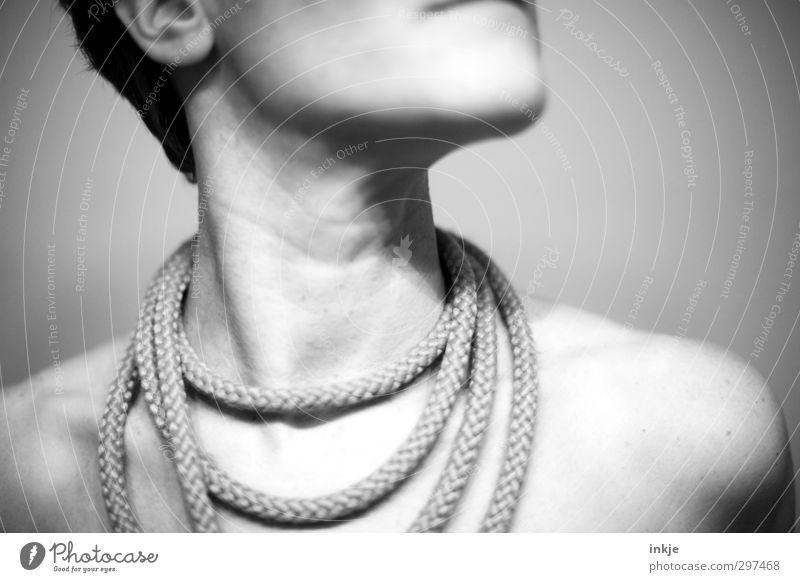 schmücken schön Frau Erwachsene Leben Haut Hals Frauenhals Dekolleté 1 Mensch Accessoire Schmuck Halskette Schnur Seil außergewöhnlich innovativ einzigartig