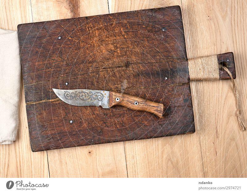 leeres altes Holzschneidebrett für die Küche Messer Tisch Werkzeug Stoff Metall Stahl oben retro braun gelb weiß Klinge blanko Holzplatte Essen zubereiten