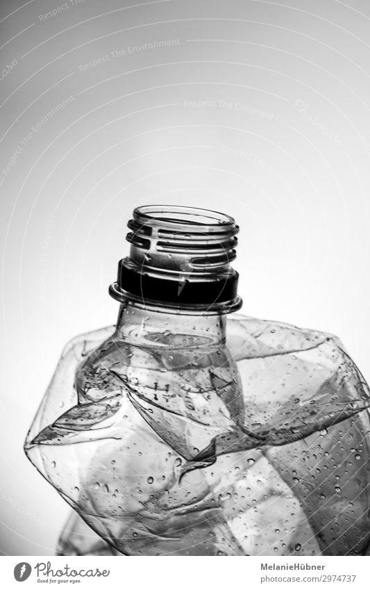 Plastic Bottle Kunststoff Wasser gebrauchen ästhetisch Billig Sicherheit Schutz achtsam Wachsamkeit Durst Flasche Kunststoffverpackung Pfandflasche