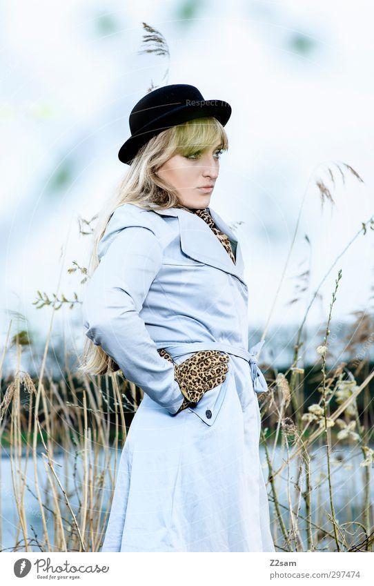 SPRING 2013 Himmel Natur Jugendliche schön Landschaft ruhig Junge Frau Erwachsene Umwelt kalt feminin Frühling 18-30 Jahre Stil Mode blond