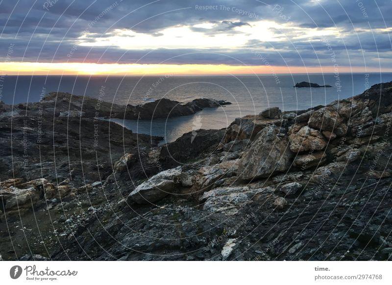 manchmal hat's die Sonne schwer ... Wasser Himmel Wolken Horizont Sonnenaufgang Sonnenuntergang Schönes Wetter Hügel Felsen Küste dunkel Romantik Wahrheit