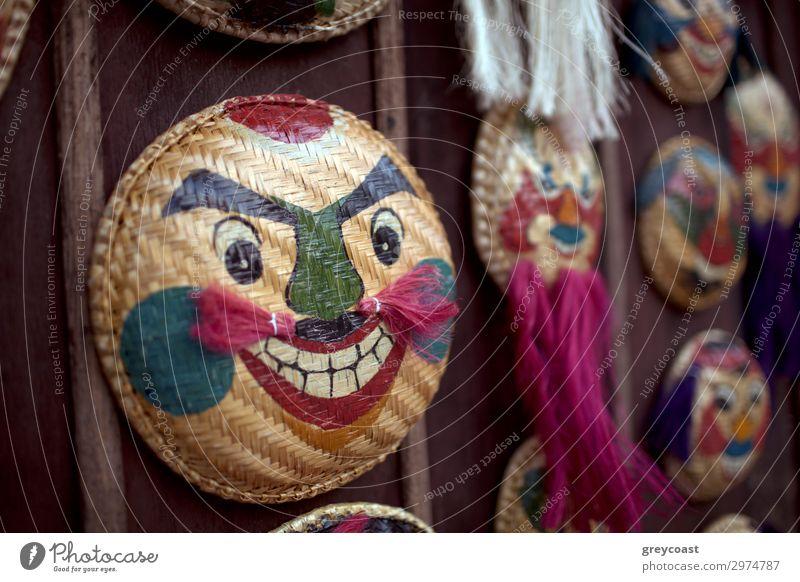Vietnam Masken aus nächster Nähe Ausstellung Marktplatz Oberlippenbart Vollbart Souvenir Lächeln Hanoi Mundschutz Korb orogonal heimisch horizontal keine Person