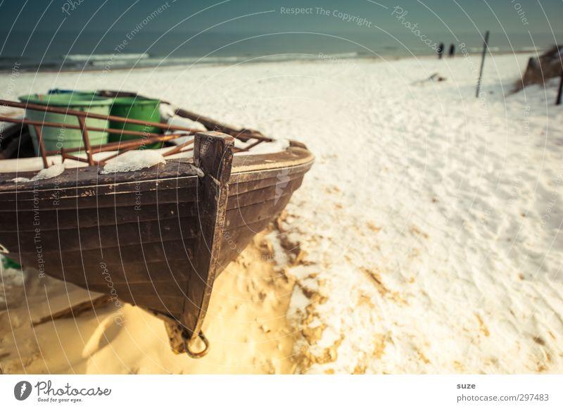 Schatzsuche Himmel Ferien & Urlaub & Reisen alt Wasser Meer Einsamkeit ruhig Winter Strand Erholung Umwelt Schnee Freiheit Holz Küste Sand