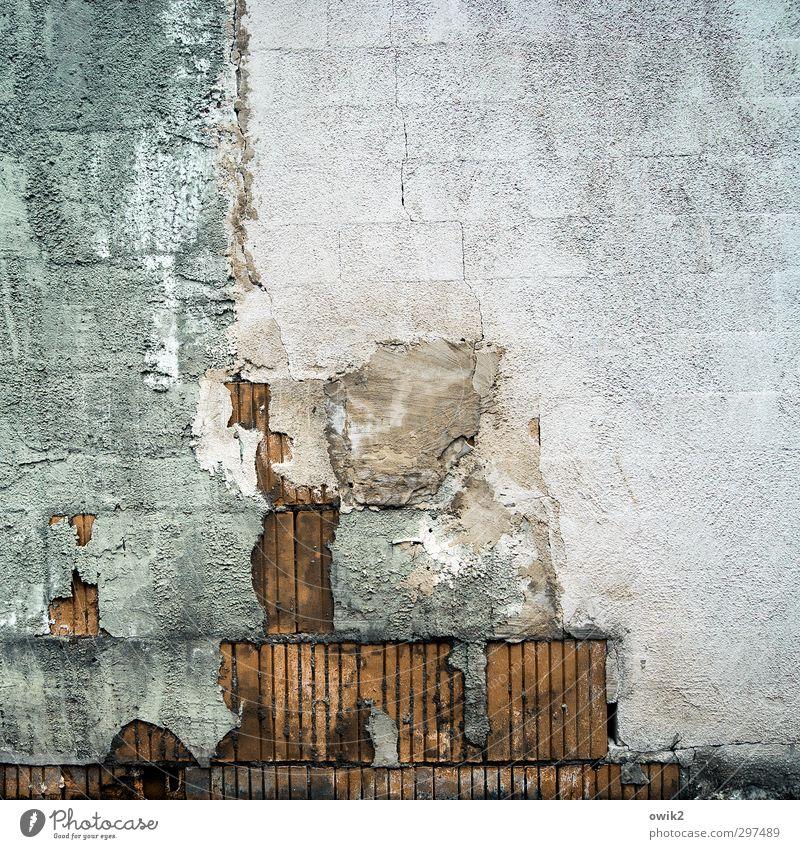 Bauphase Mauer Wand Fassade Baustelle Stein Putz Putzfassade unvollendet vorläufig alt bauen Stadt Verfall Vergänglichkeit verlieren Wandel & Veränderung