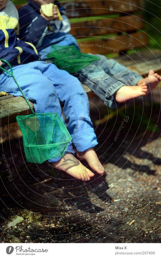 Anglerpause Freizeit & Hobby Spielen Angeln Mensch Kind Kleinkind Geschwister Bruder Freundschaft Kindheit Fuß 1-3 Jahre 3-8 Jahre Sommer Park klein niedlich
