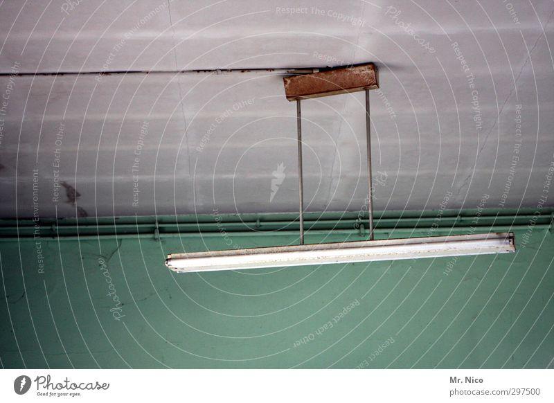lightroom alt grün Wand Innenarchitektur Architektur Gebäude grau Lampe hell Raum leuchten Häusliches Leben trist Elektrizität Kabel türkis