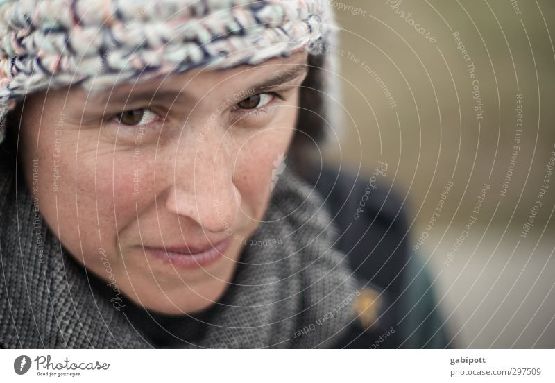Rømø | The incredulous eye Mensch Frau Jugendliche Junge Frau Erwachsene 18-30 Jahre Kopf Angst maskulin niedlich Freundlichkeit Mütze skeptisch 30-45 Jahre