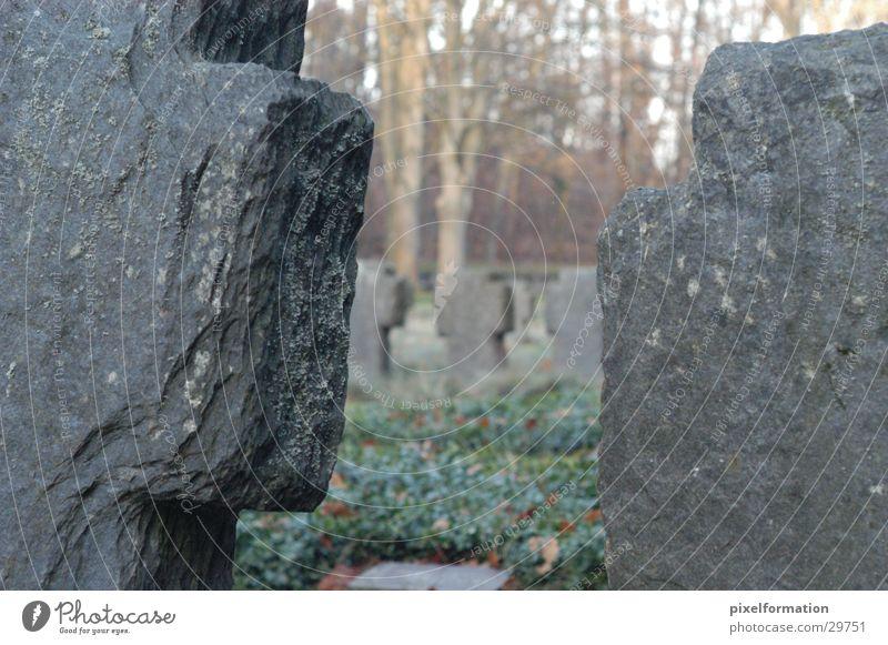 Kriegsfriedhof Trauer Denkmal historisch Krieg Friedhof Grabstein 2. Weltkrieg Keltenkreuz