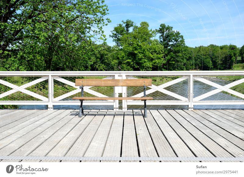 Einladung Wohlgefühl Ferien & Urlaub & Reisen Ausflug Sommer Feierabend Architektur Himmel Schönes Wetter Baum Park Flussufer Menschenleer Brücke Bank Holz