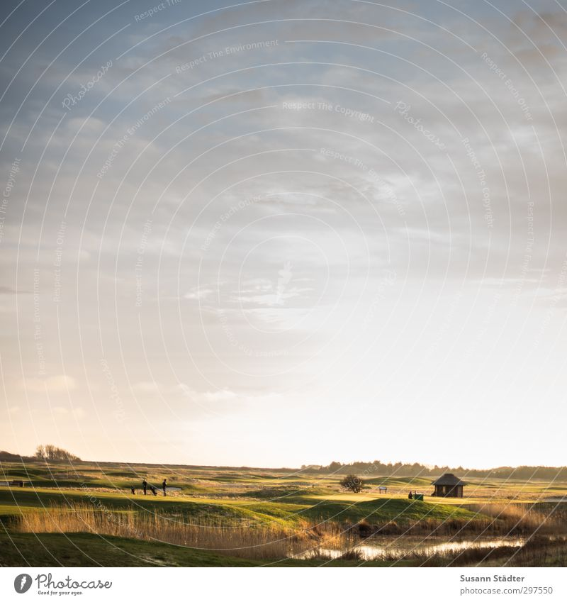 rømø | Nervenkitzel auf der Driving Range Mensch Haus Ferne Leben Hügel fantastisch Dorf Hütte Teich Fernweh Miniatur Golfplatz Traumwelt Golfer Rømø Golfbag