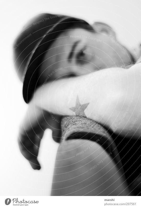 my star Mensch Mann Jugendliche Erholung Erwachsene Junger Mann Stil Mode liegen Haut maskulin Arme Lifestyle schlafen Stern (Symbol) Tattoo