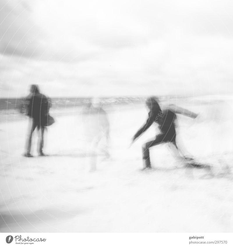 Rømø | die Flüchtigkeit des Augenblicks Mensch 3 Menschengruppe Bewegung Leben Kunst Mobilität stagnierend Unschärfe Umrisslinie Momentaufnahme Schwarzweißfoto