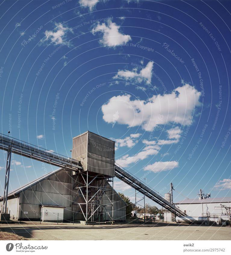Betriebssystem Arbeit & Erwerbstätigkeit Arbeitsplatz Fabrik Wirtschaft Industrie Himmel Wolken Sommer Gerüst alt Mut Tatkraft kompetent komplex Konzentration
