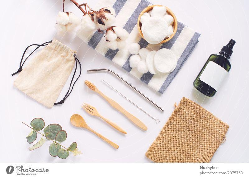 Flache Verlegung nachhaltiger Produkte, keine Abfälle Löffel Lifestyle Behandlung Wellness Werkzeug Zahnbürste Holz modern natürlich Sauberkeit braun weiß