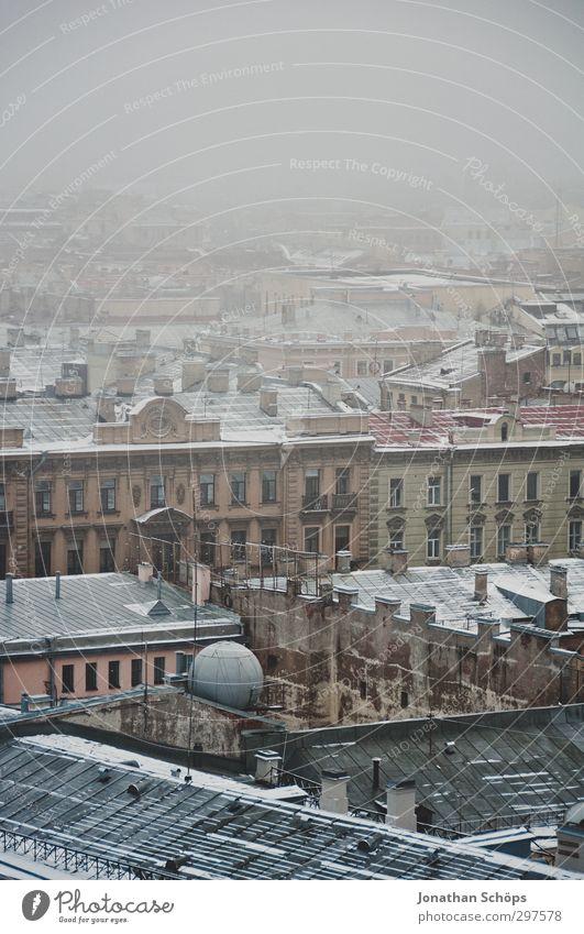 St. Petersburg IV Russland Stadt Hafenstadt Stadtzentrum Altstadt bevölkert Haus Bauwerk Gebäude Architektur kalt Nebel Aussicht Ferne Nebelschleier grau trist
